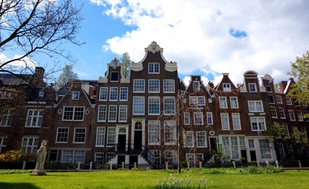 Discover The Begijnhof in Amsterdam