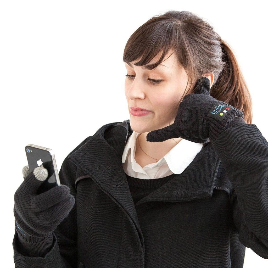 Bluetooth Gloves-wearable gadgets 2018
