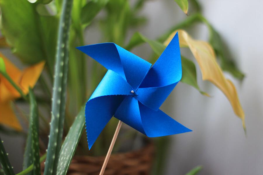 Dancing Paper Pinwheel diy paper crafts