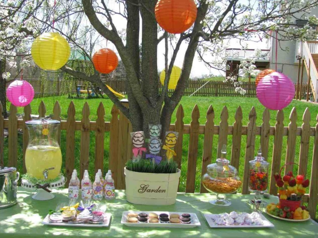 Decorate Your Backyard Tree For easter crafts