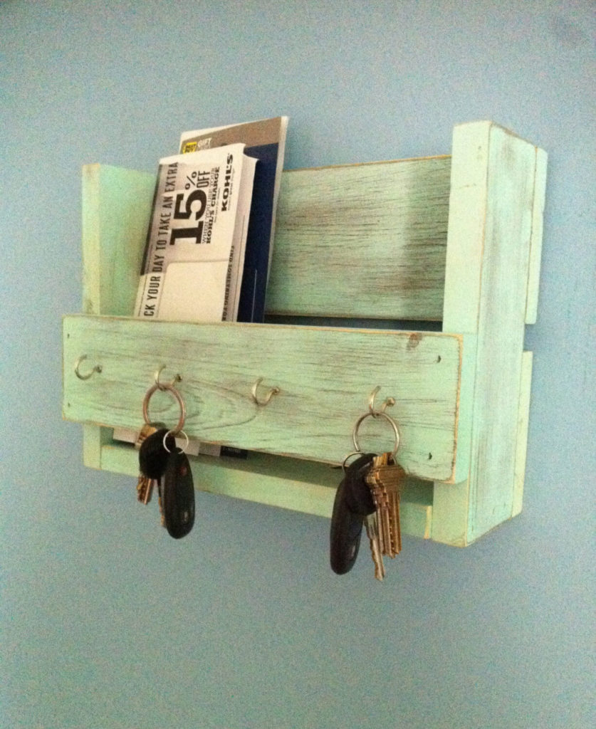 Rough wooden plank diy Key Holder