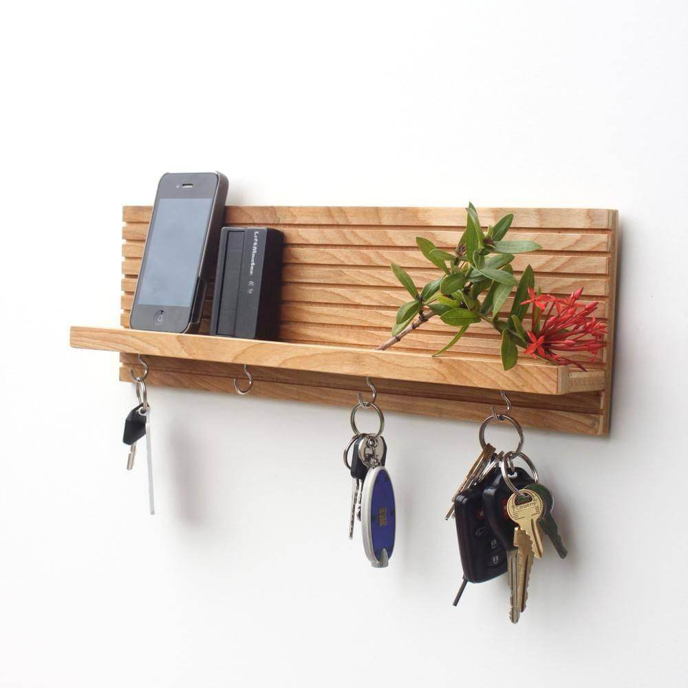 wooden diy Key Holder with iPhone placeholder