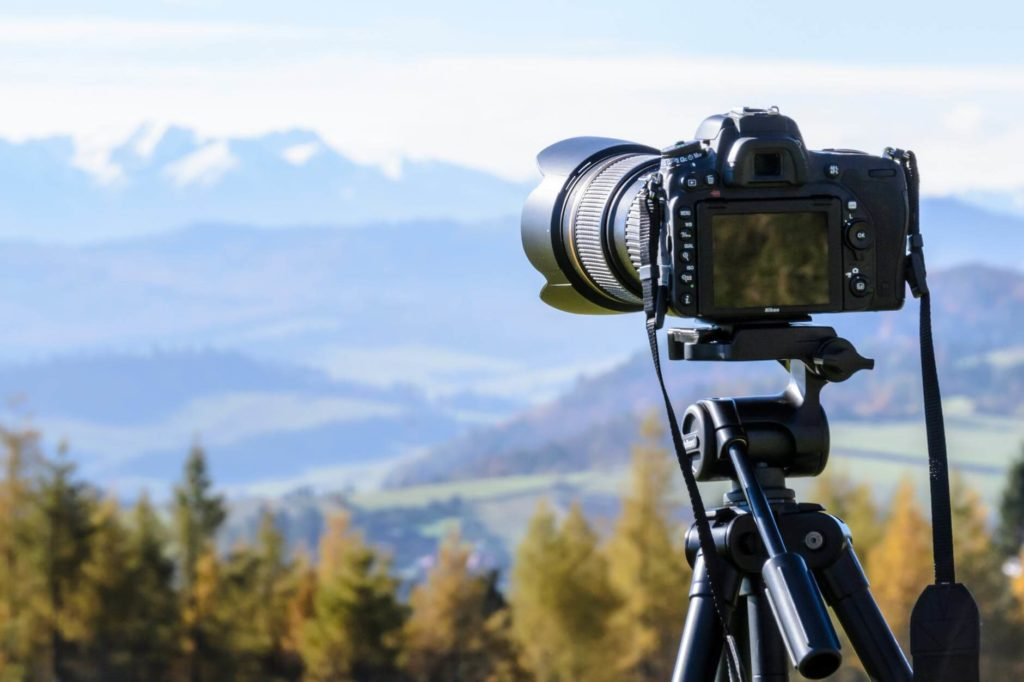choose best hiking camera - DSLRs
