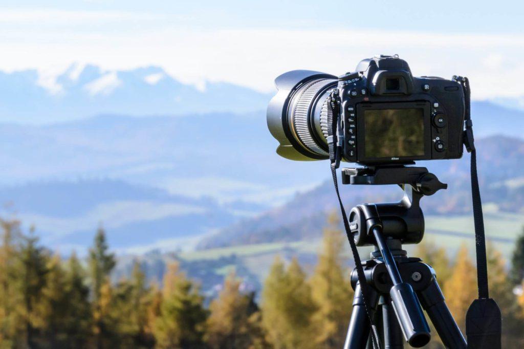 choose best hiking camera - DSLRs