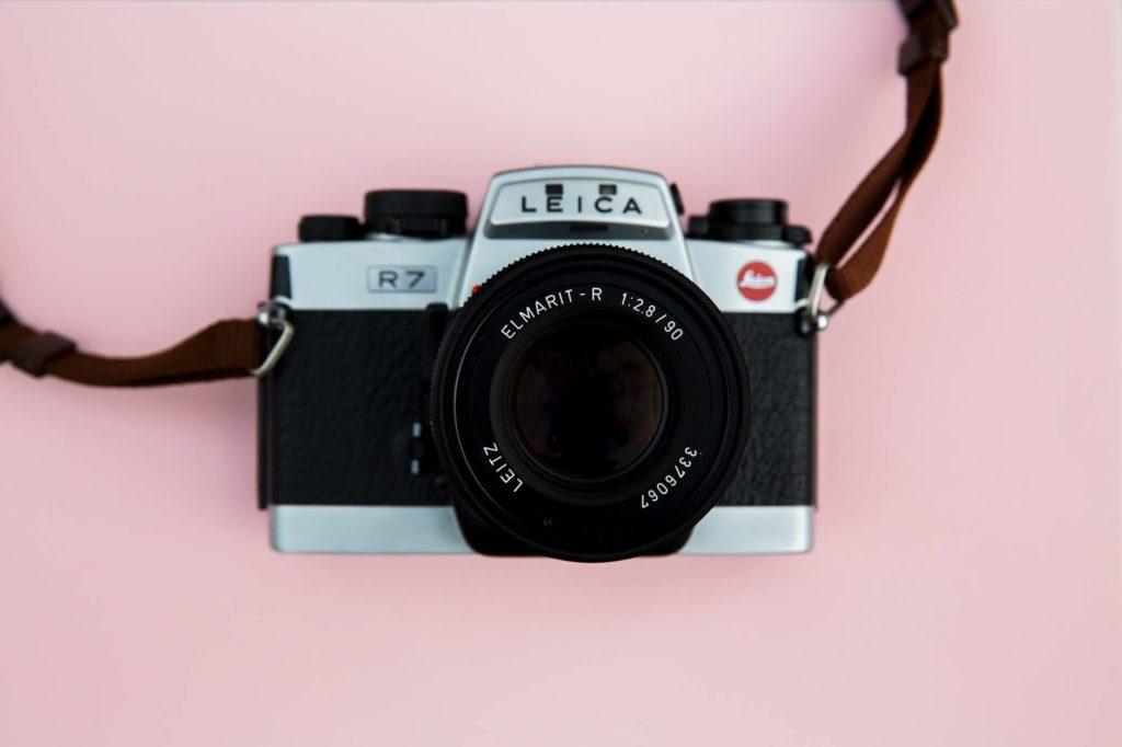 choose best hiking camera - Mirrorless Camera