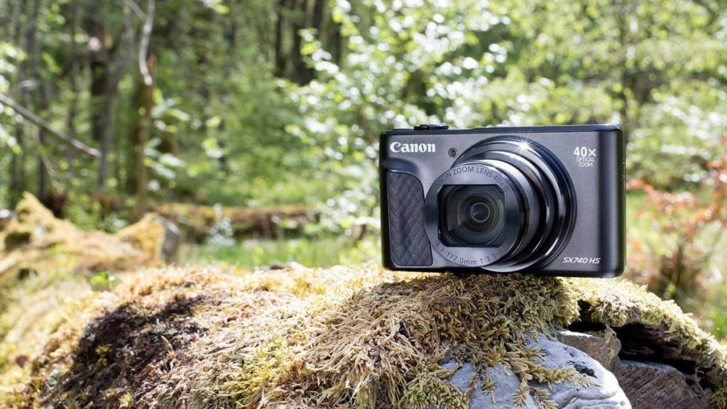 choose best hiking camera - Canon Powershot SX740