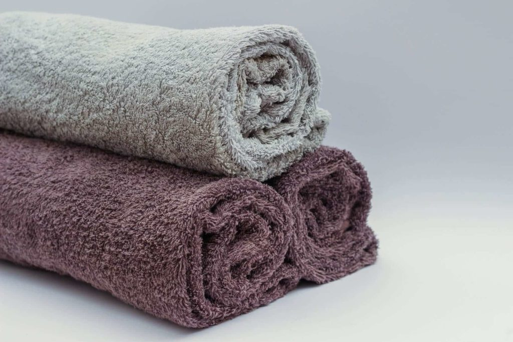 pro traveler's must have travel tips - pack a towel