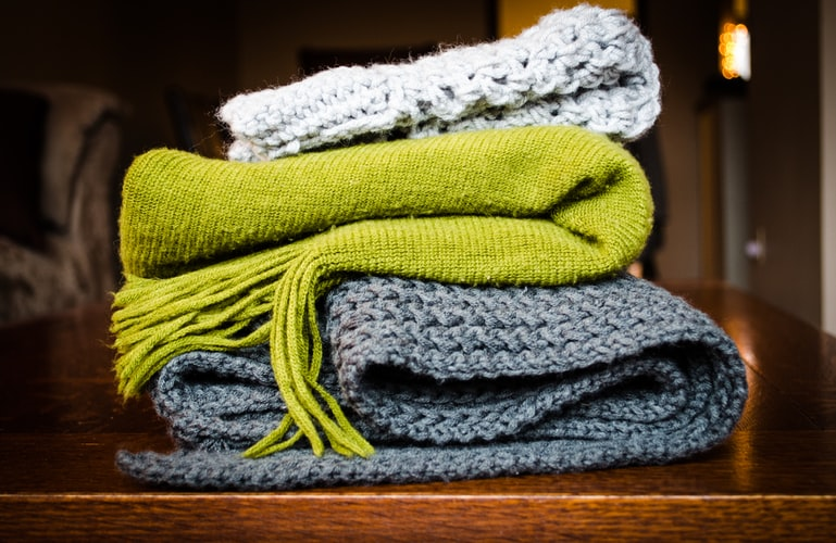 Pros and Cons of Heavy Blanket