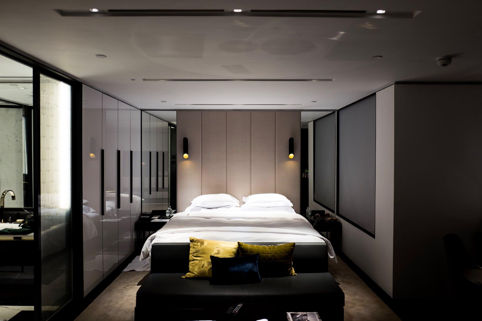 Small bedroom lighting designs 24