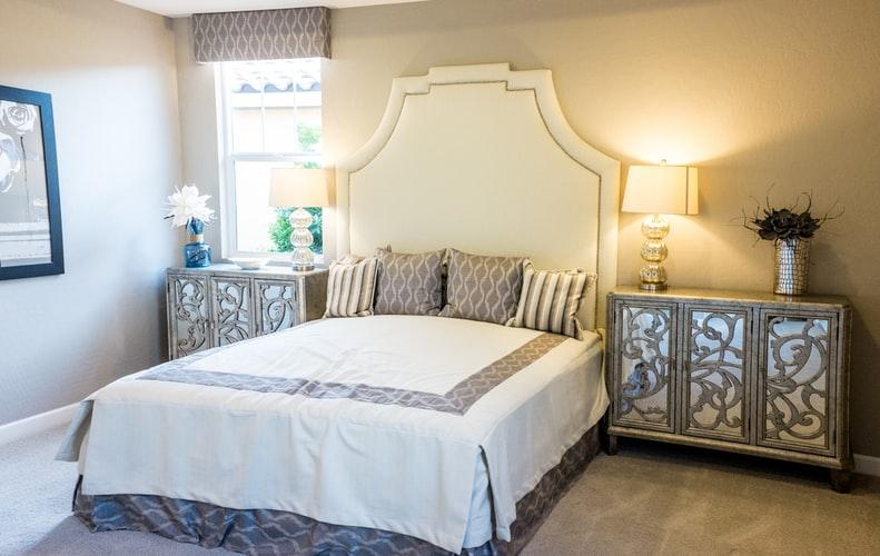 Small bedroom lighting designs 31