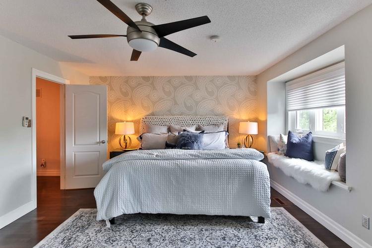 Small bedroom lighting designs 32