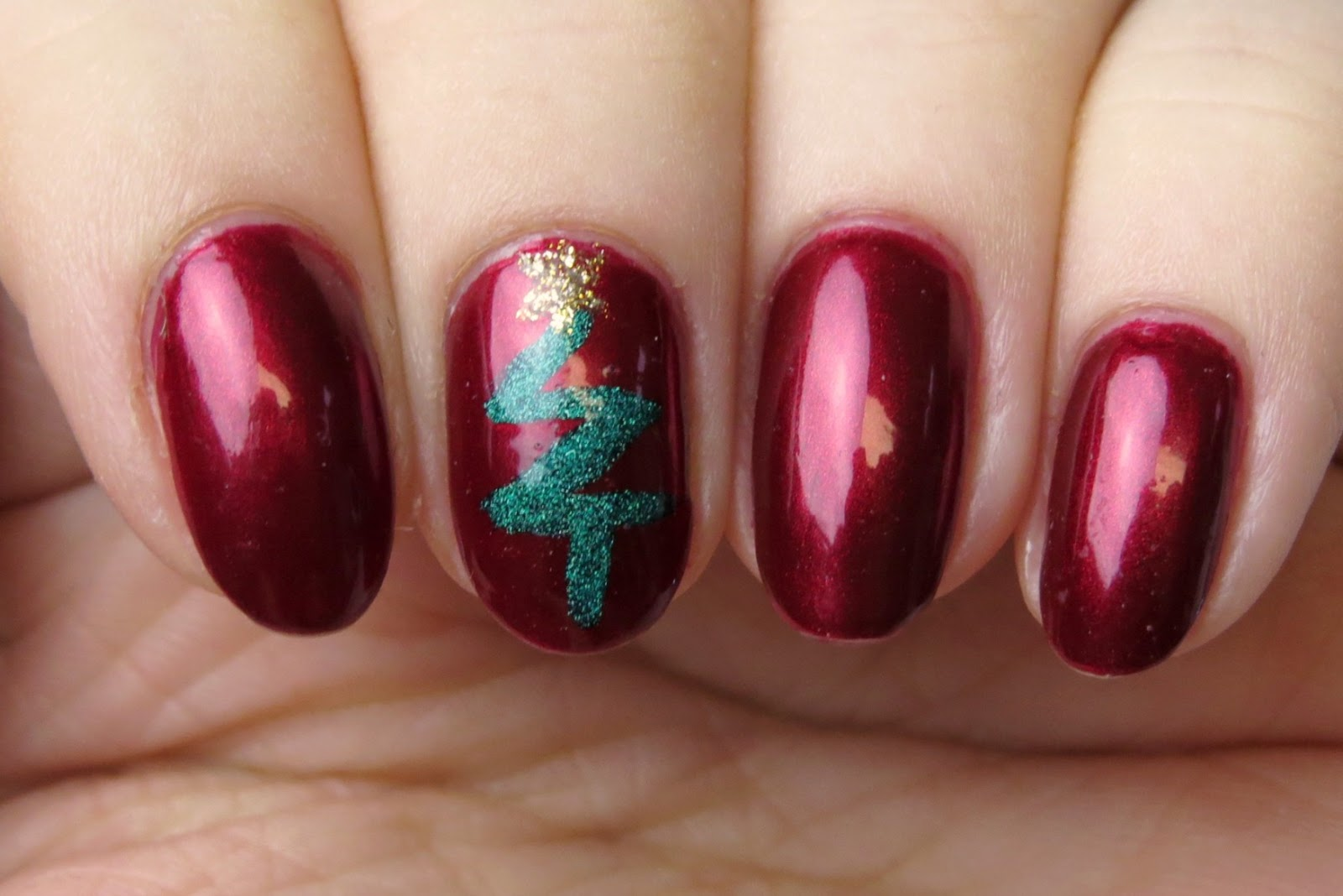 Fabulous and Easy Christmas Nail Art Design Ideas , Live