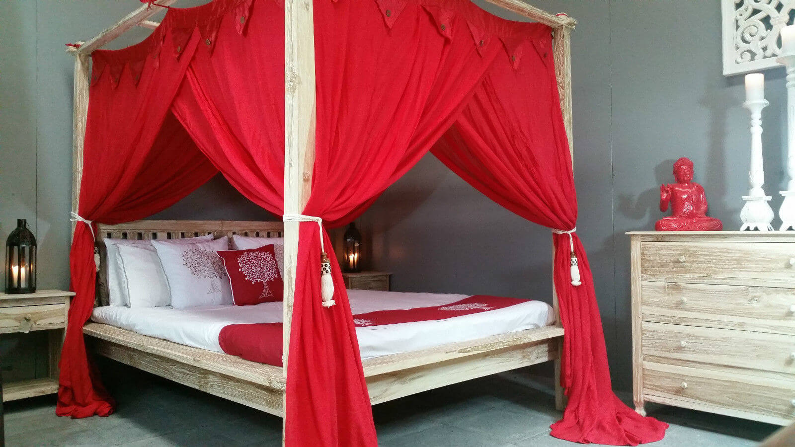 Canopy four poster Bed