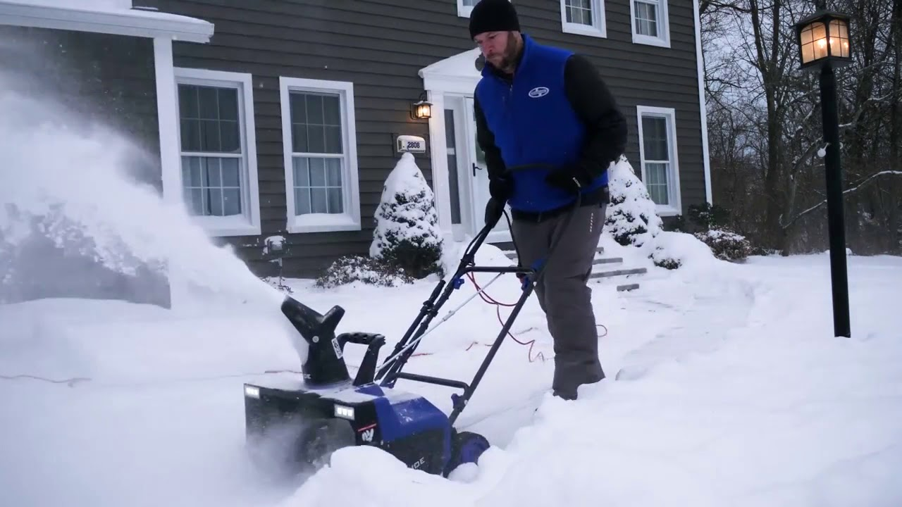 Snowblower by Snow Joe