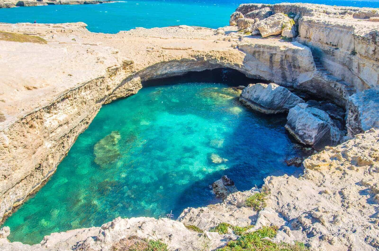 Grotta Della Poesia Roca