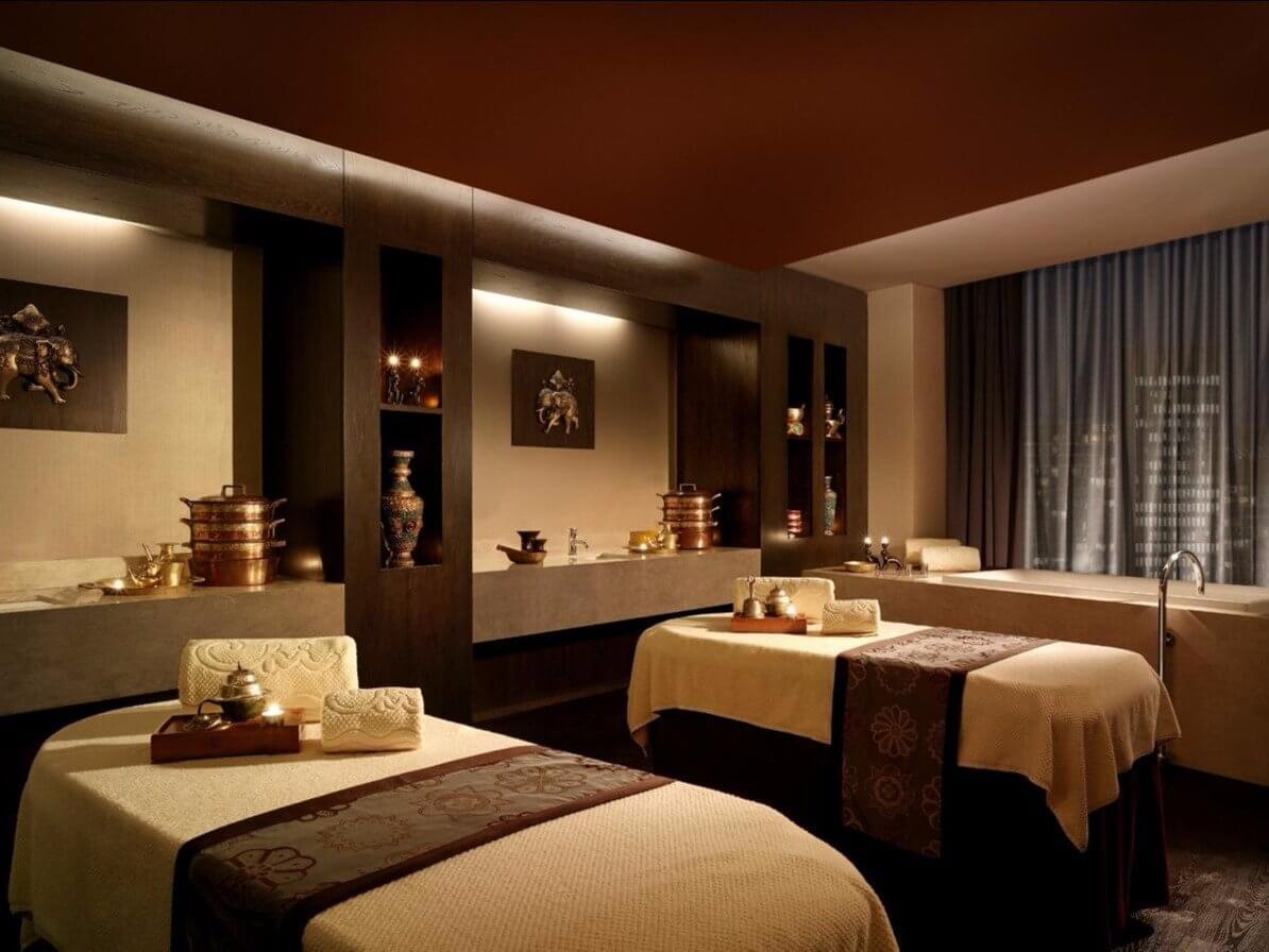 Luxurious Spa & Pool 1