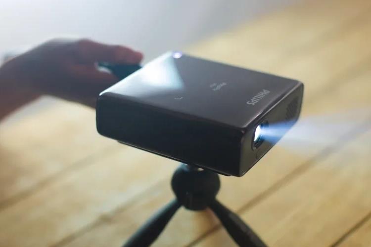 projector VS monitor