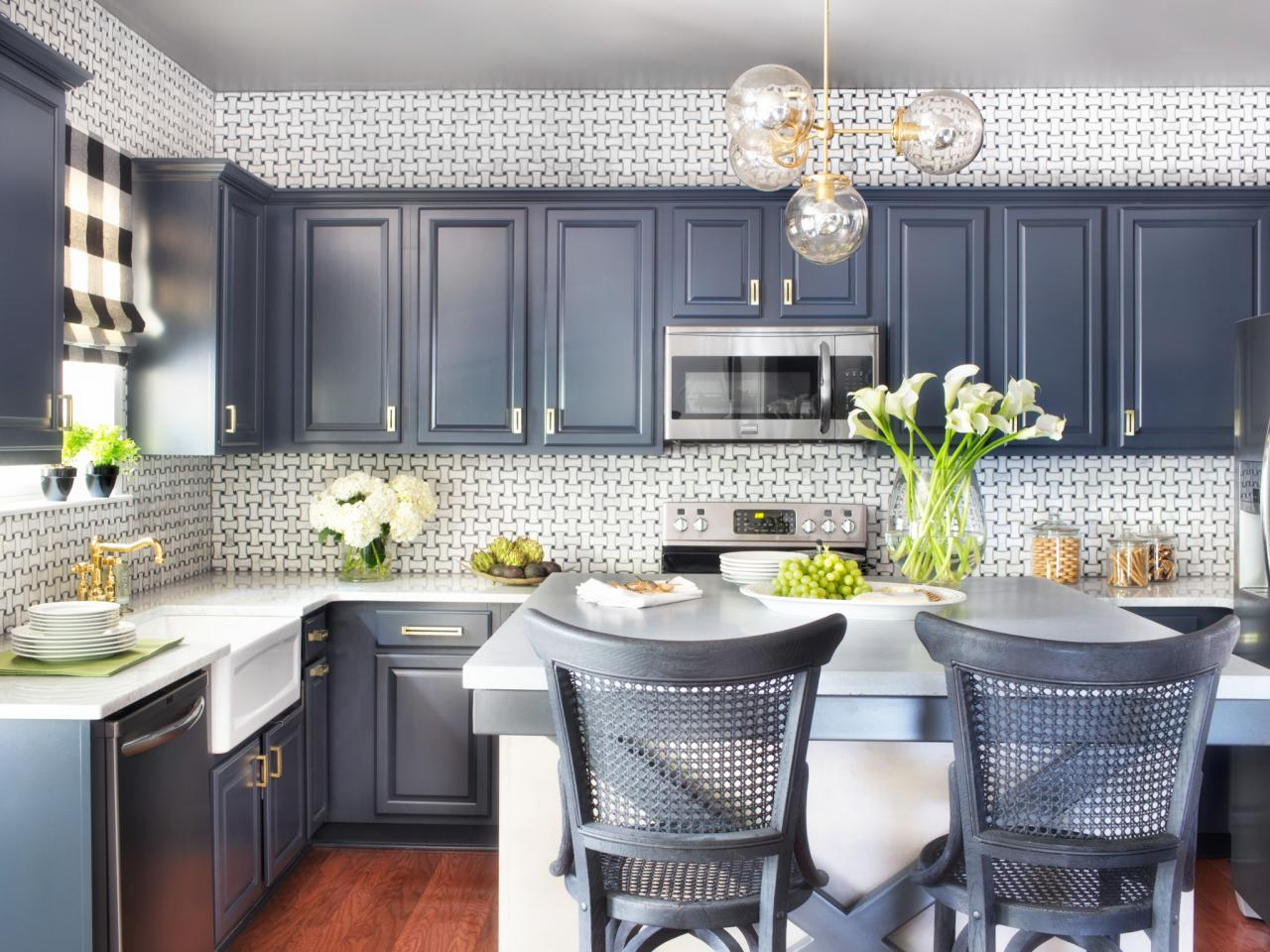 Choose the Color of Your Kitchen Cabinet