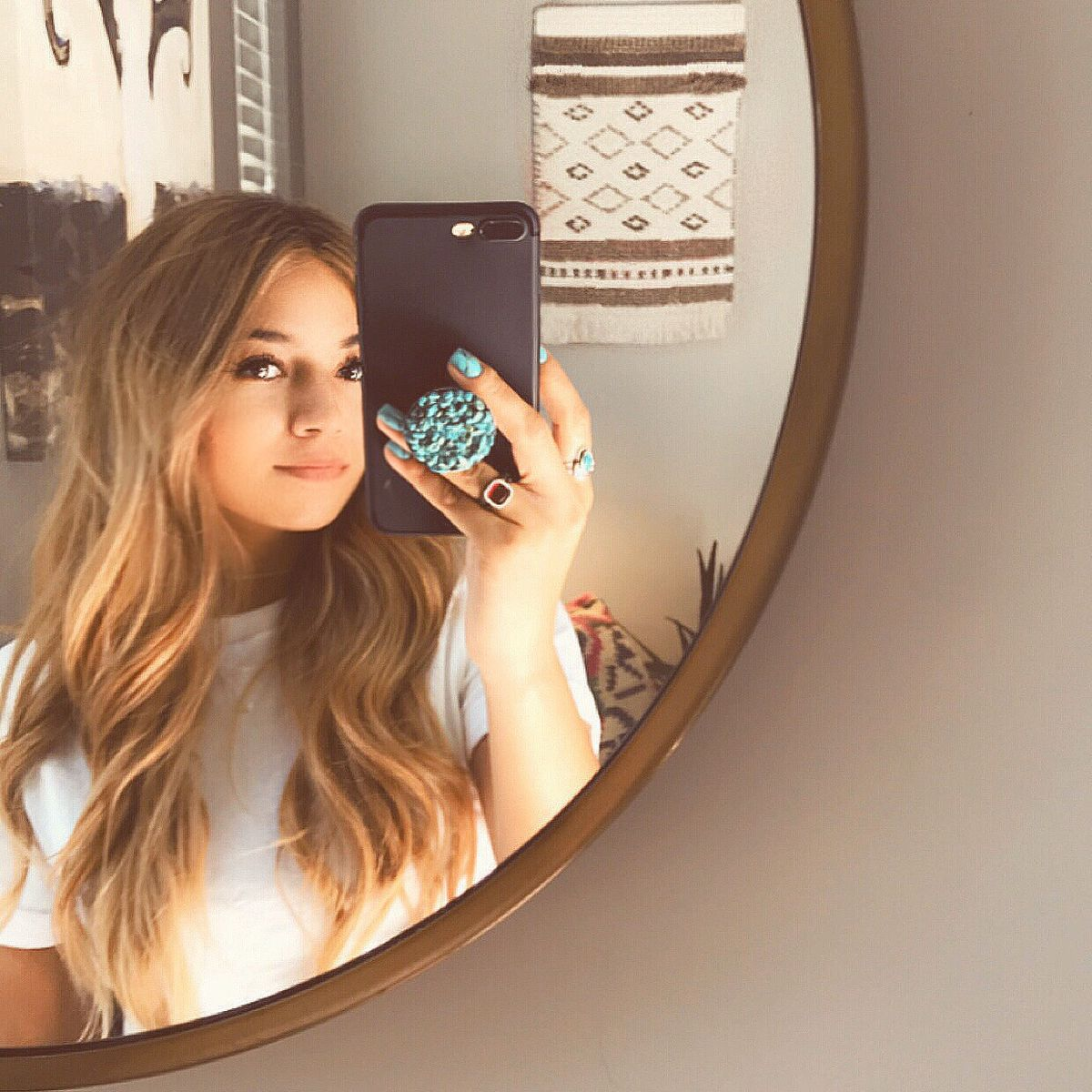 Perfect Mirror Selfie Using Popsocket