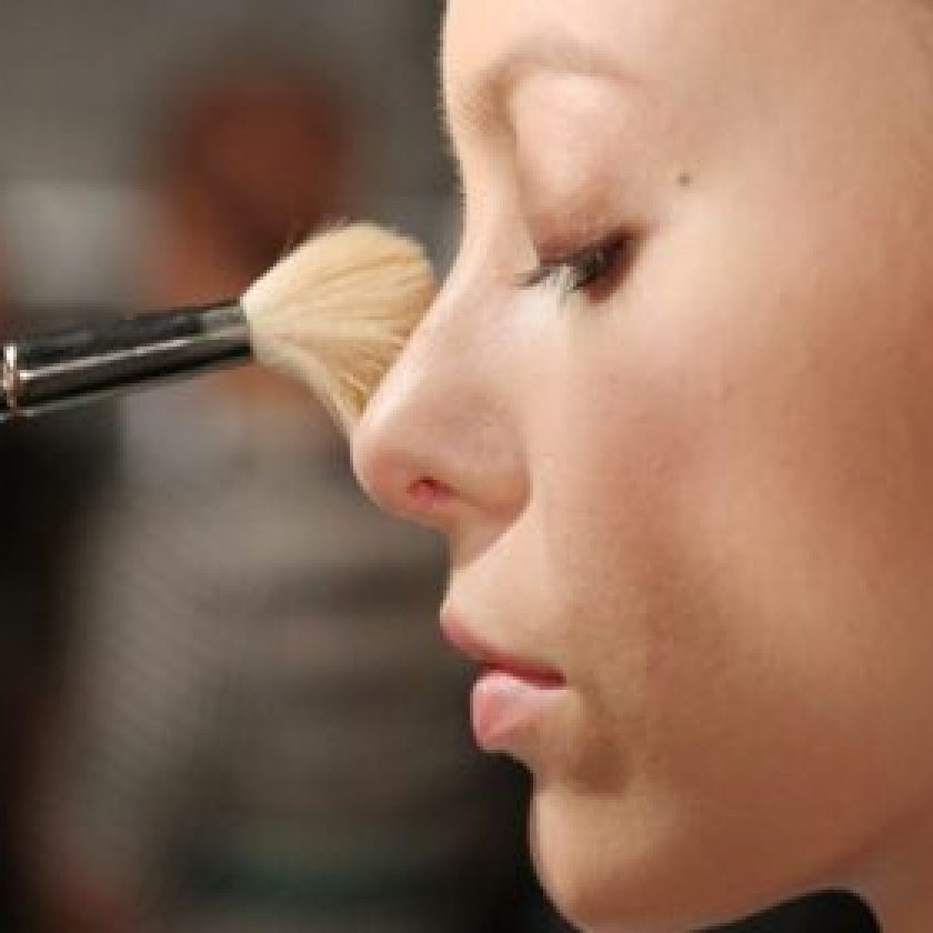 Adequately Apply Make-Up on Your Face