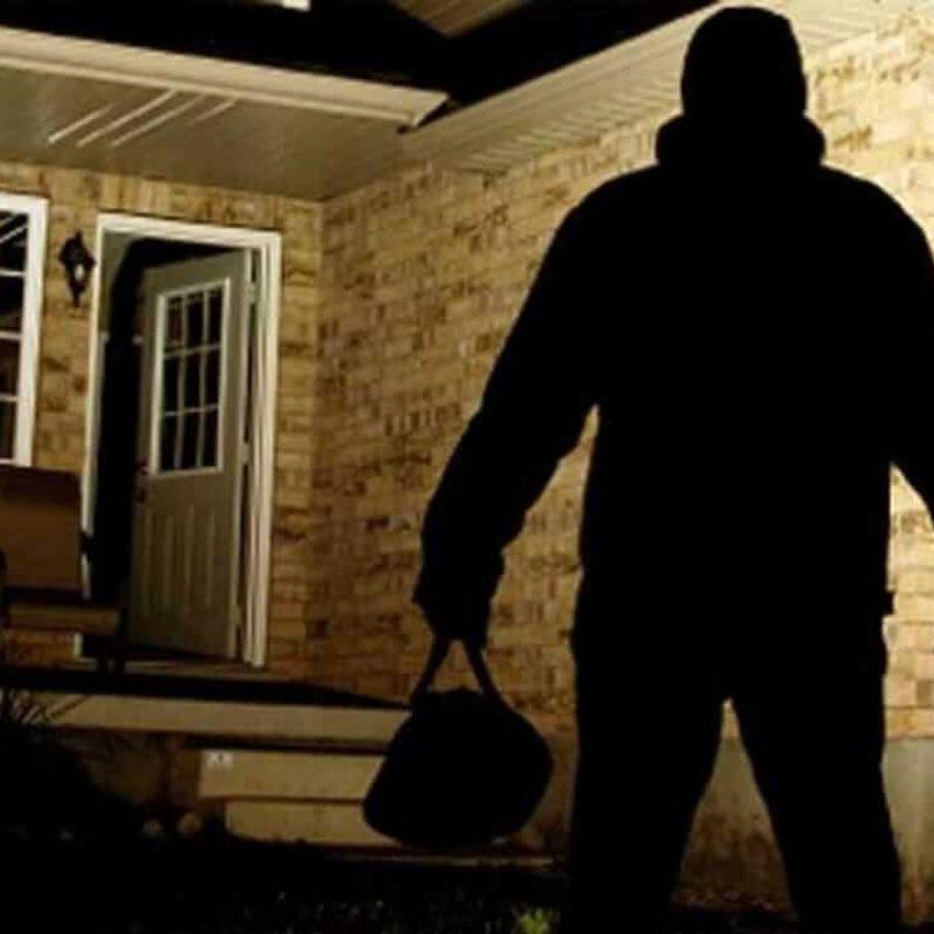 Burglars_Break_Into_House